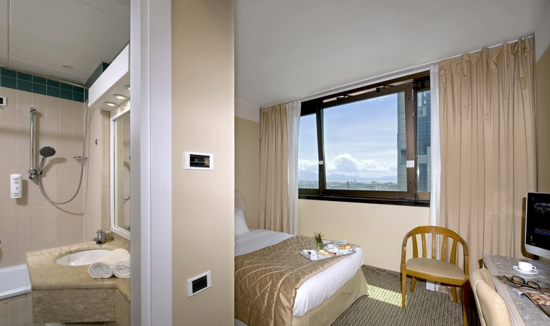 Holiday Inn Naples-Enjoy a smart stay in our standard Single room with free Wi-Fi<br/>Image from Leonardo