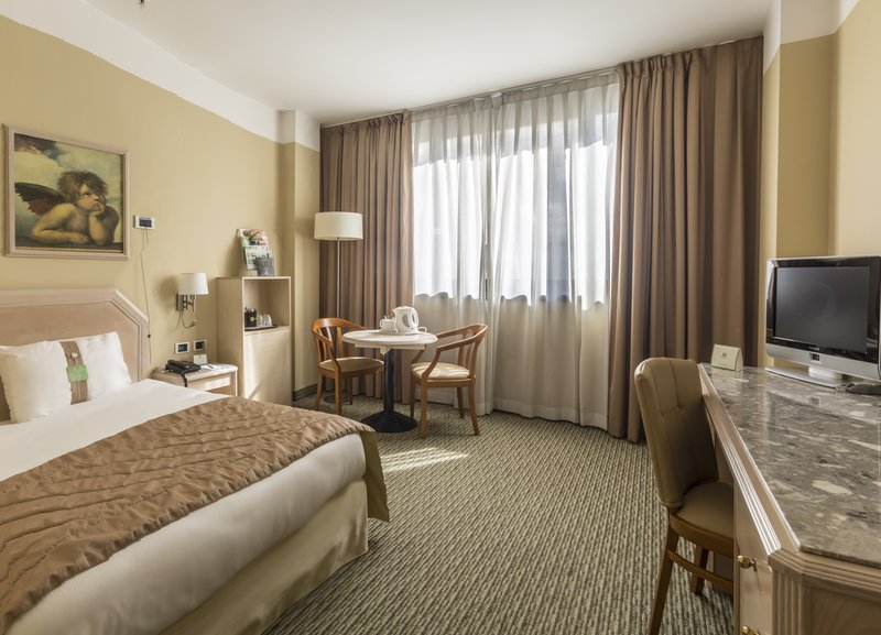 Holiday Inn Naples-Wheelchair accesible room with free Wi-Fi<br/>Image from Leonardo