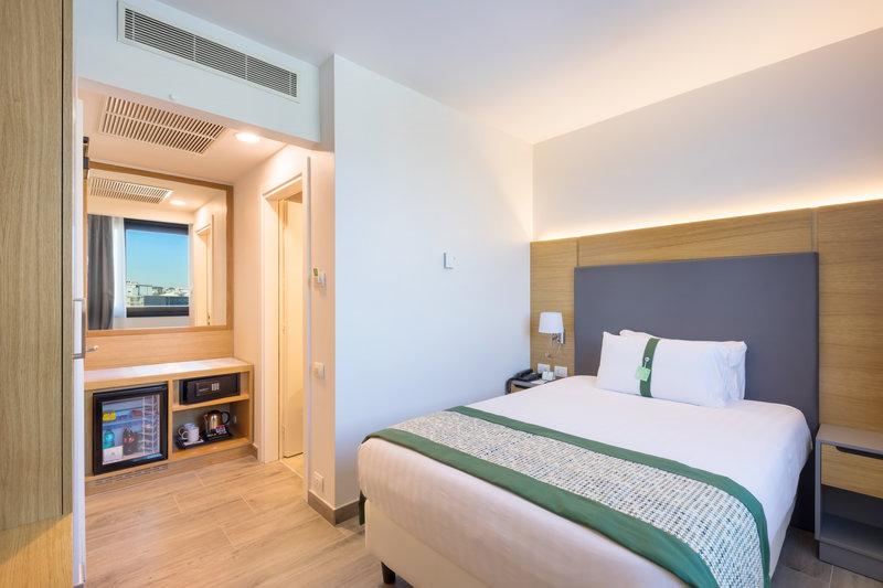 Holiday Inn Naples-Executive single room<br/>Image from Leonardo