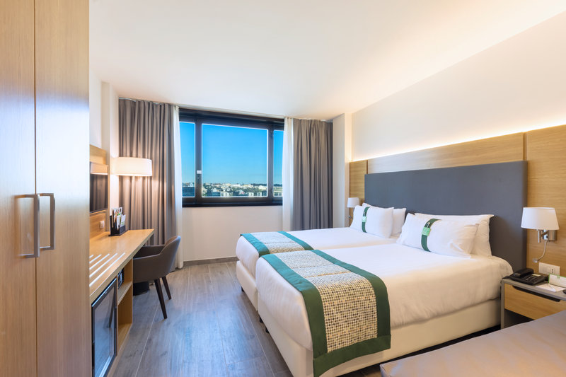 Holiday Inn Naples-Executive room with 2 single beds and 1  sofa bed<br/>Image from Leonardo