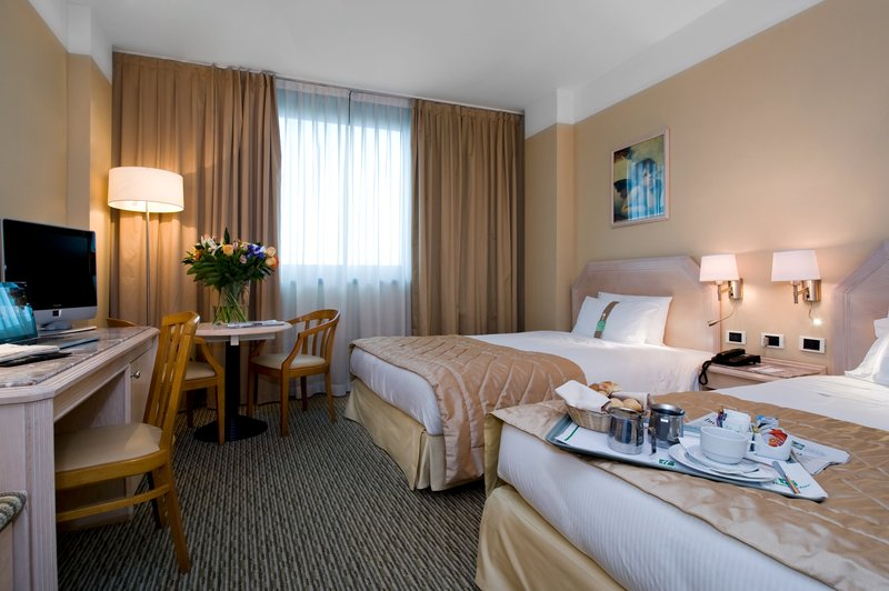 Holiday Inn Naples-Standard Room with 2 double beds and free Wi-Fi<br/>Image from Leonardo