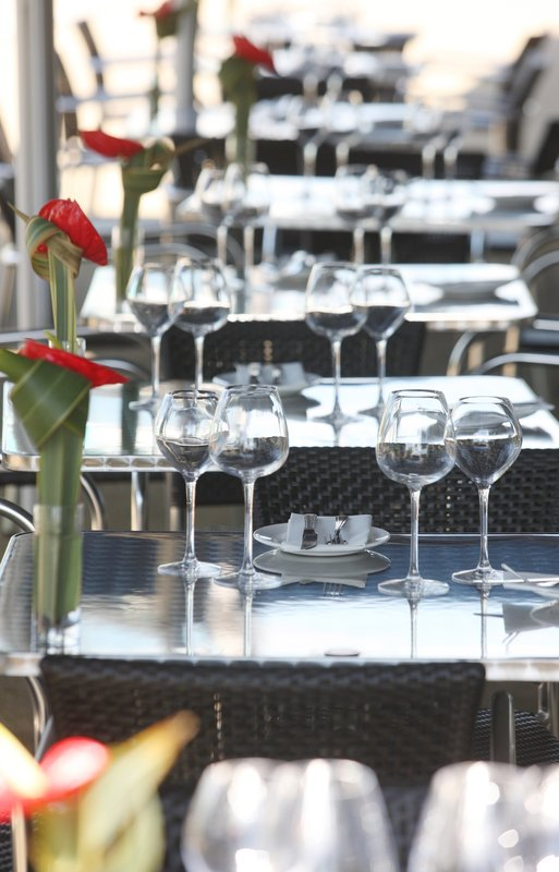 Holiday Inn Reading - M4, Jct. 10-Terrace for out-door al fresco dining<br/>Image from Leonardo