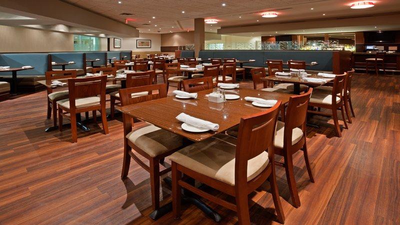 Holiday Inn Burlington - Hotel & Conf Centre-Alloro Restaurant Dinning Room<br/>Image from Leonardo