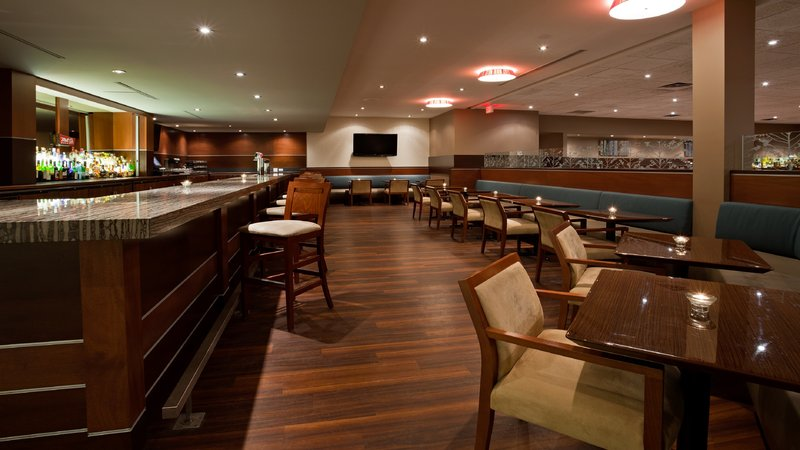 Holiday Inn Burlington - Hotel & Conf Centre-Alloro Bar and Lounge<br/>Image from Leonardo