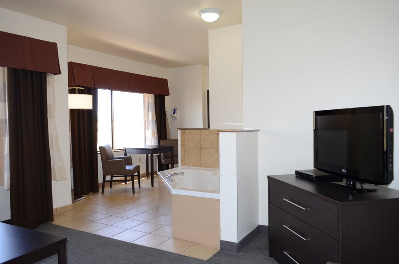 Holiday Inn Express & Suites Barstow - Outlet Center-Executive Suite<br/>Image from Leonardo