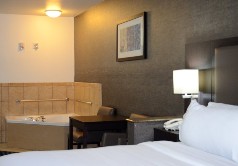Holiday Inn Express & Suites Barstow - Outlet Center-Jacuzzi Suite<br/>Image from Leonardo