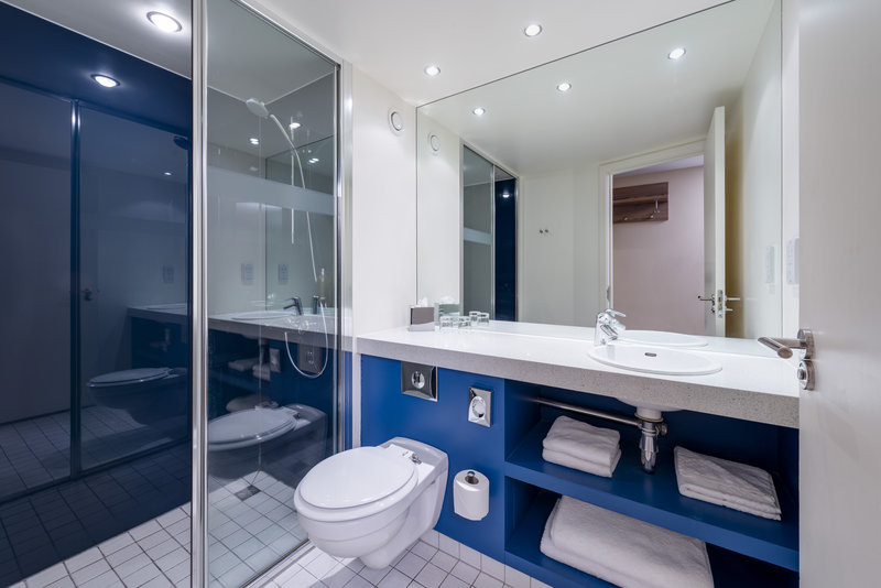 Holiday Inn York City Centre-Guest Bathroom<br/>Image from Leonardo