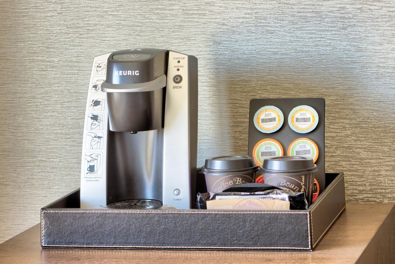 The Waterfront Beach Resort, A Hilton Hotel-Twin Dolphin Tower Deluxe Double Queen Coffee<br/>Image from Leonardo