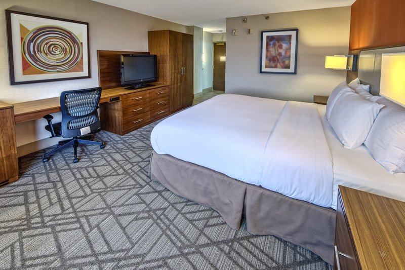 Hilton Knoxville Airport, TN-Accessible King Bedroom<br/>Image from Leonardo