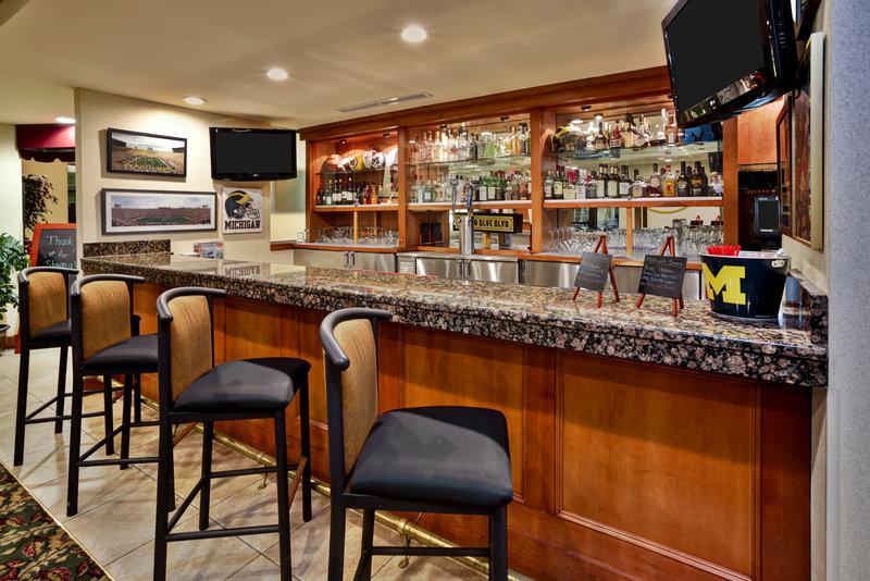 Holiday Inn Ann Arbor Univ Michigan Area-Mallett's Creek Bar and Grille Bar Area<br/>Image from Leonardo