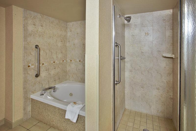 Holiday Inn Ann Arbor Univ Michigan Area-Jacuzzi Suite<br/>Image from Leonardo