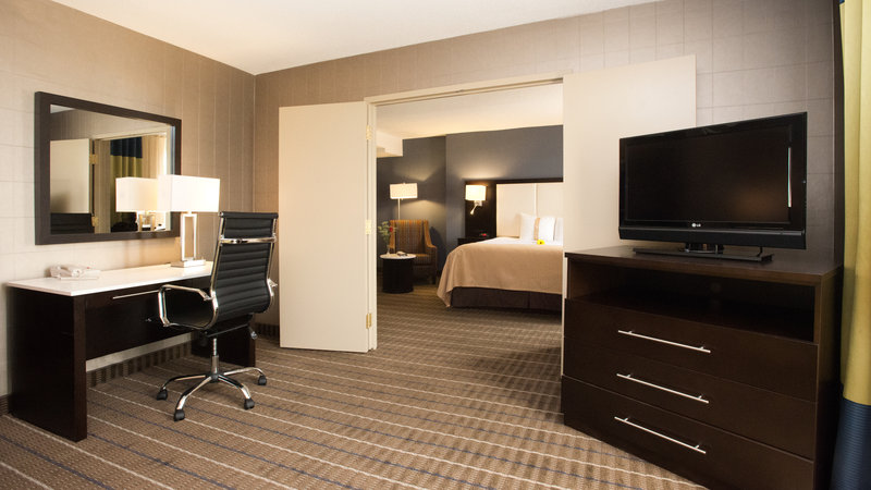 Holiday Inn Hotel & Suites Mississauga West - Meadowvale-Suite Bedroom at the Holiday Inn Mississauga<br/>Image from Leonardo