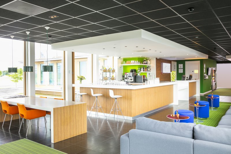 Holiday Inn Express Utrecht - Papendorp-Bar and Lounge area<br/>Image from Leonardo