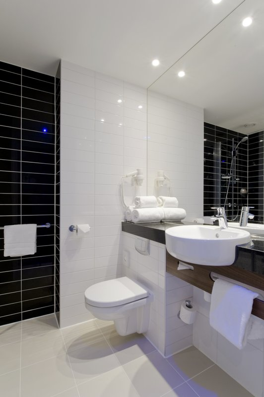 Holiday Inn Express Utrecht - Papendorp-All rooms offer a spacious bathroom with walk-in shower<br/>Image from Leonardo