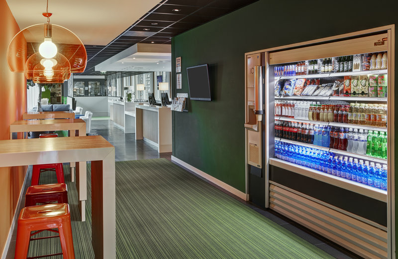 Holiday Inn Express Utrecht - Papendorp-Grab a snack or drink from the Vending Machine<br/>Image from Leonardo