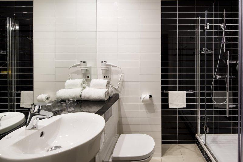 Holiday Inn Express Utrecht - Papendorp-Guest Bathroom<br/>Image from Leonardo