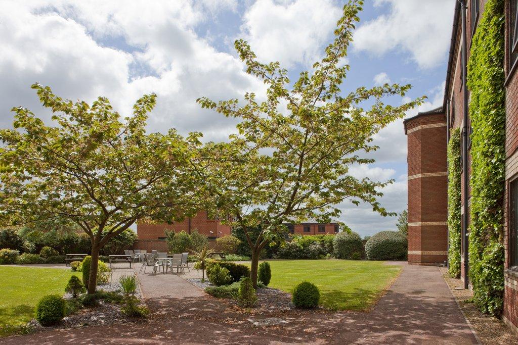 Holiday Inn Norwich - North-Garden Courtyard<br/>Image from Leonardo