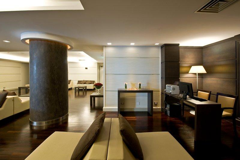 Holiday Inn Naples-Hotel Lobby<br/>Image from Leonardo
