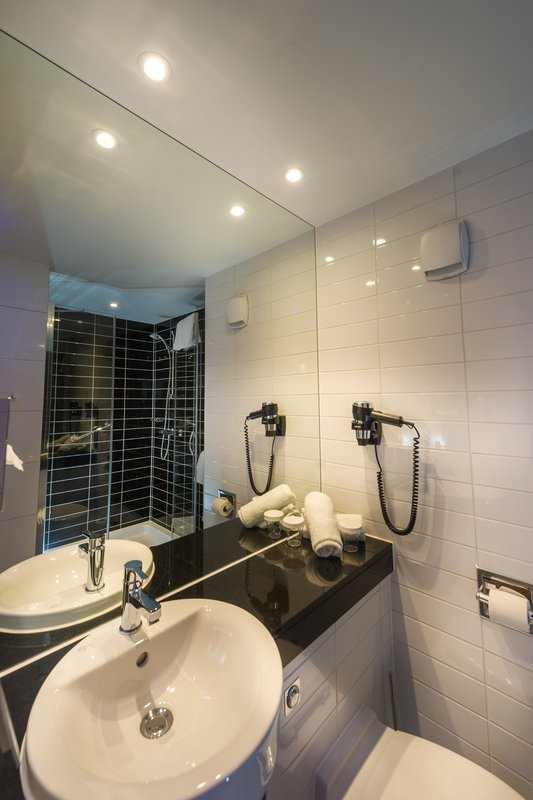 Holiday Inn Express Strasbourg - Centre-Guest Bathroom<br/>Image from Leonardo