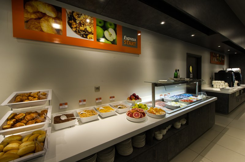 Holiday Inn Express Strasbourg - Centre-Breakfast Area<br/>Image from Leonardo