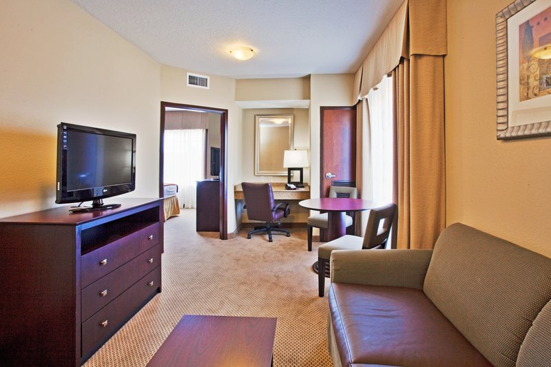 Holiday Inn Express Crystal River-Two Bedroom Presidential Suite<br/>Image from Leonardo