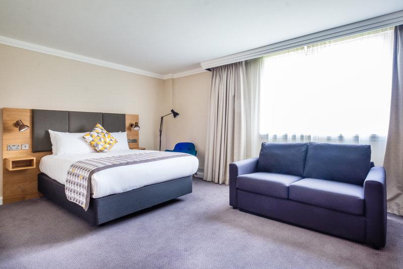 Holiday Inn High Wycombe M40, Jct. 4-Executive Room<br/>Image from Leonardo