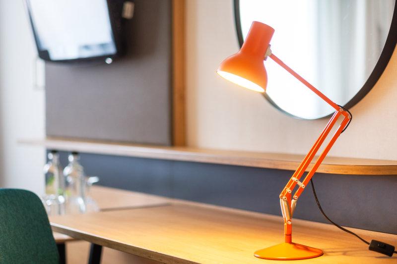 Holiday Inn High Wycombe M40, Jct. 4-Smart working desks<br/>Image from Leonardo