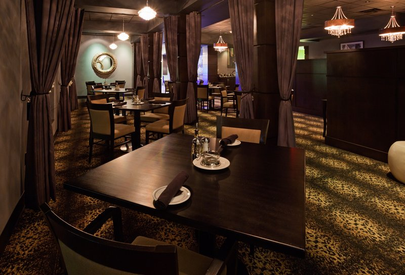 Holiday Inn Eau Claire South I-94-Enjoy the Ambiance of Johnny's Italian Steakhouse<br/>Image from Leonardo