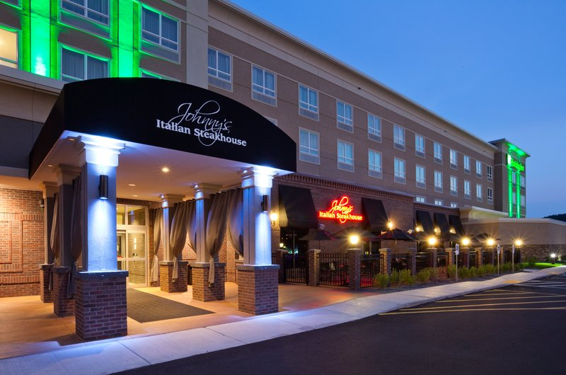 Holiday Inn Eau Claire South I-94-Johnny's Italian Steakhouse is Your Go-To for All Occasions<br/>Image from Leonardo
