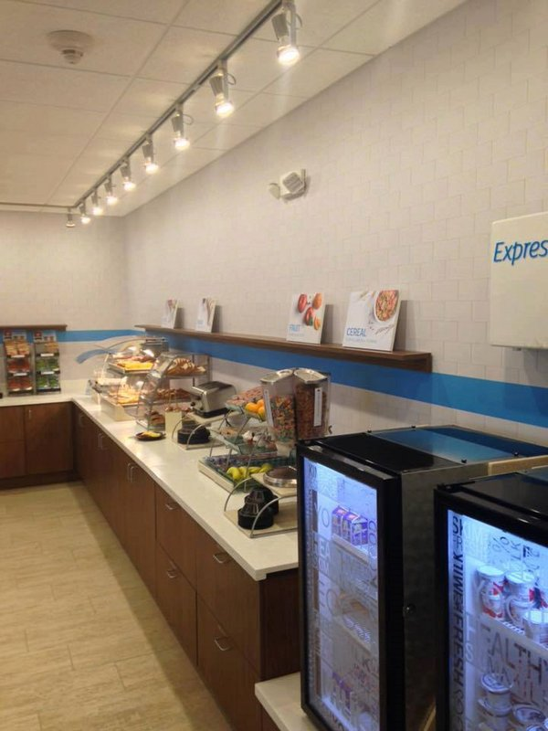Holiday Inn Express & Suites Louisville Downtown-Near Kentucky Derby Museum<br/>Image from Leonardo