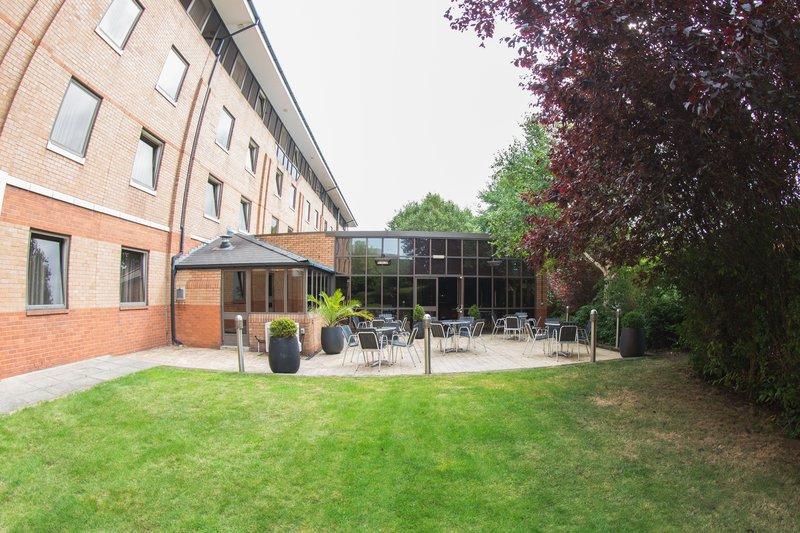 Holiday Inn Nottingham-Enjoy a drink on the terrace<br/>Image from Leonardo