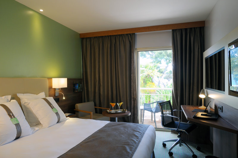 Holiday Inn Cannes-Executive double Room<br/>Image from Leonardo
