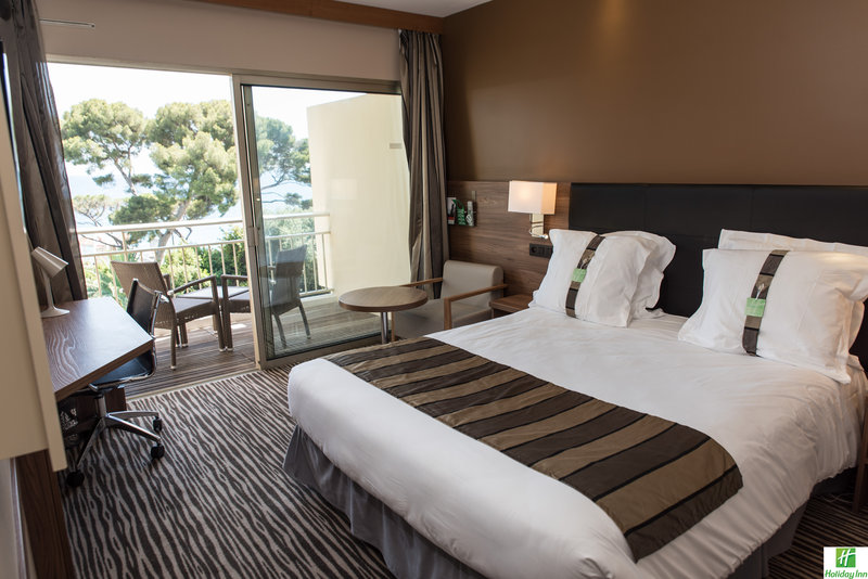 Holiday Inn Cannes-Executive Room<br/>Image from Leonardo