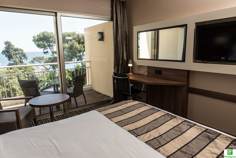 Holiday Inn Cannes-Deluxe Room<br/>Image from Leonardo