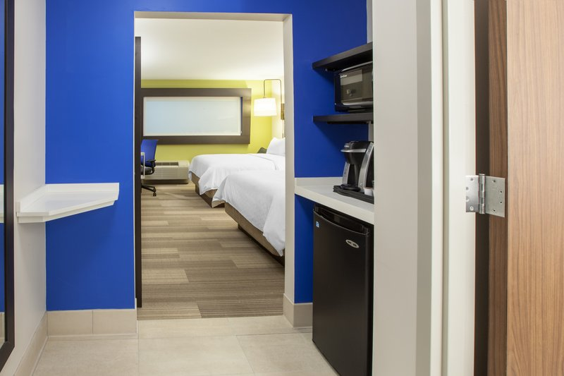 Holiday Inn Express & Suites Savannah - Midtown-Guest Room <br/>Image from Leonardo