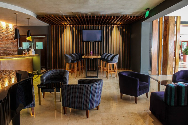 Crowne Plaza San Salvador-Bar and Lounge<br/>Image from Leonardo