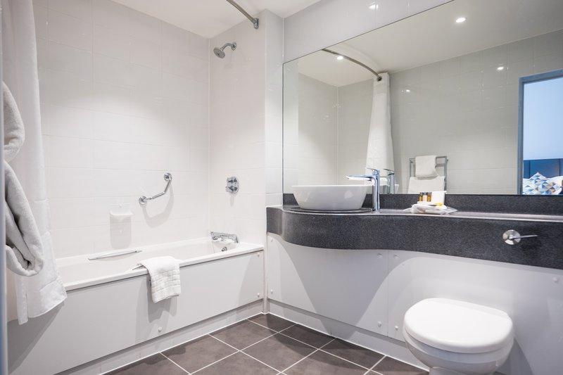 Holiday Inn Farnborough-En-suite guest bathroom<br/>Image from Leonardo