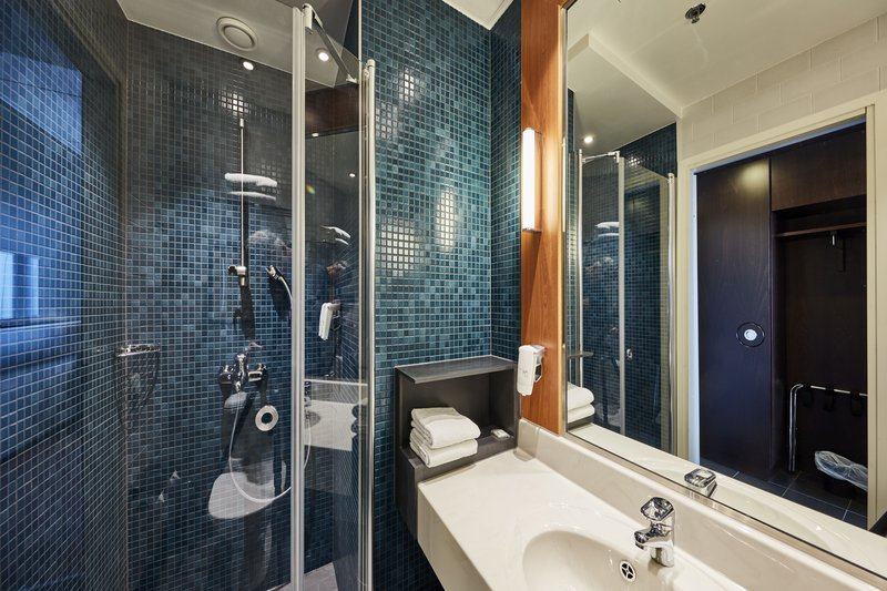 Holiday Inn Helsinki - West -Ruoholahti-Enjoy a refreshing power shower<br/>Image from Leonardo