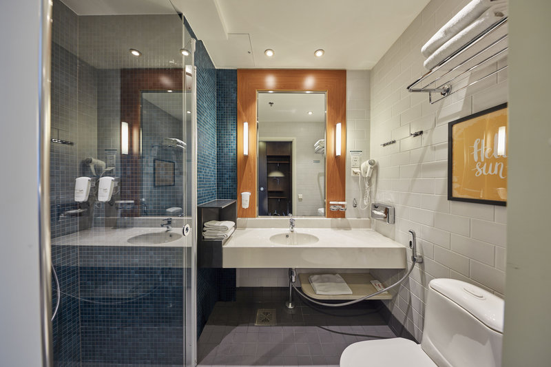 Holiday Inn Helsinki - West -Ruoholahti-Refreshed bathroom of a standard guest room <br/>Image from Leonardo
