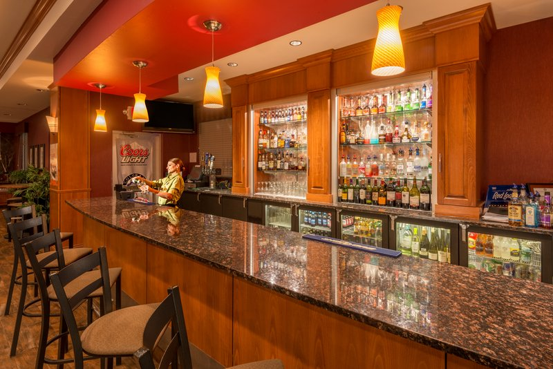 Holiday Inn Casper East - McMurry Park-Enjoy drinks and catch the latest game at Cole Creek Bar and Grill<br/>Image from Leonardo