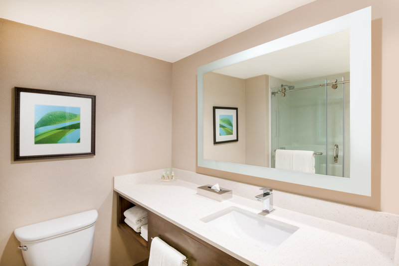 Holiday Inn Resort Aruba - Guest Bathroom  <br/>Image from Leonardo