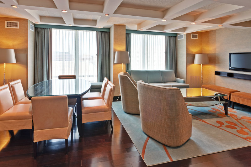 Crowne Plaza Chicago Ohare Hotel & Conference Center-Suite<br/>Image from Leonardo