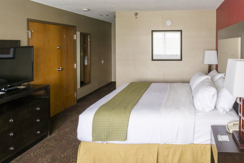 Holiday Inn Big Rapids-King Bed Suite<br/>Image from Leonardo