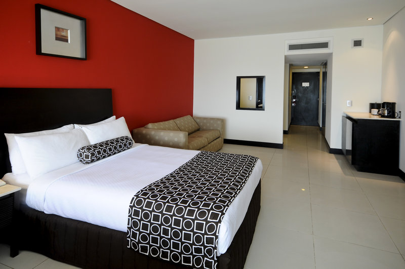 Crowne Plaza Villahermosa-Guest Room<br/>Image from Leonardo