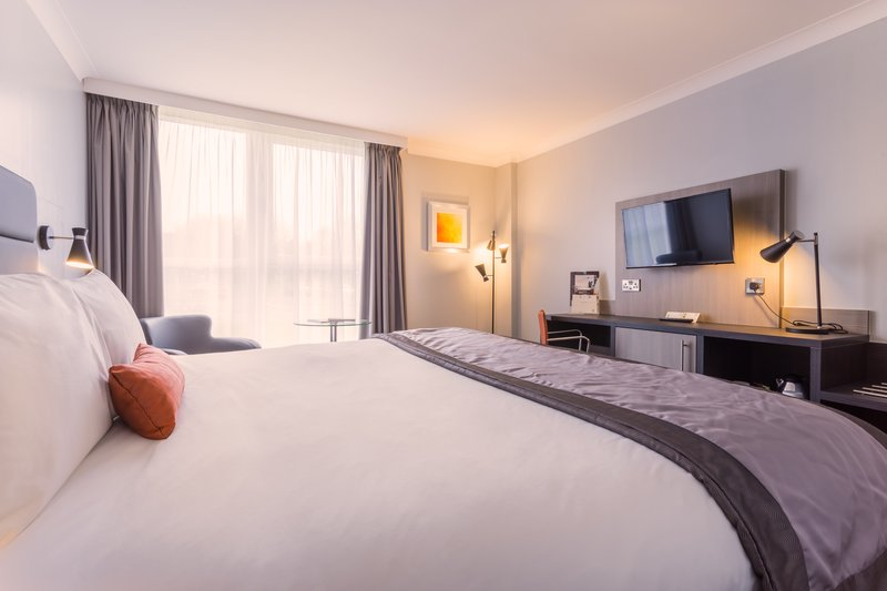 Holiday Inn Newcastle - Gosforth Park-Executive bedroom with mini bar, bathrobes and slippers<br/>Image from Leonardo