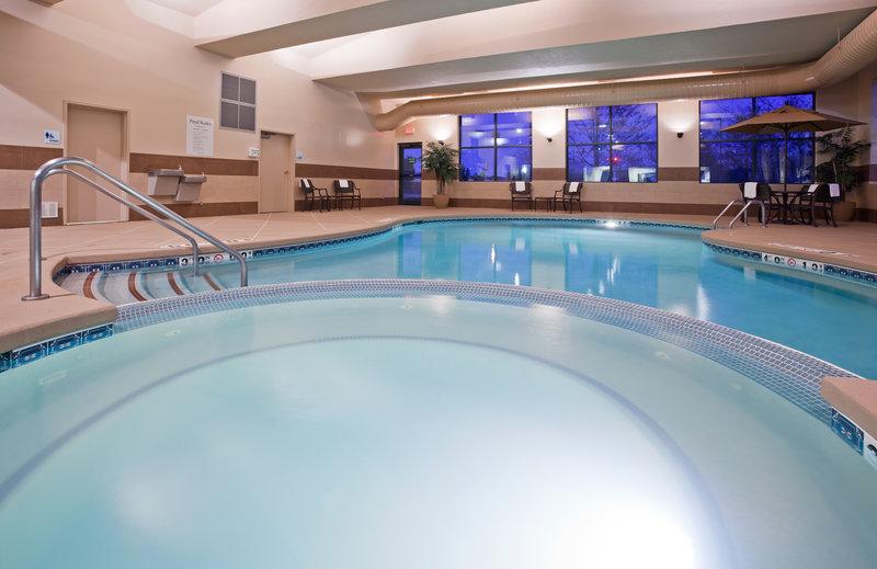 Holiday Inn Express & Suites Milwaukee-New Berlin-Whirlpool<br/>Image from Leonardo