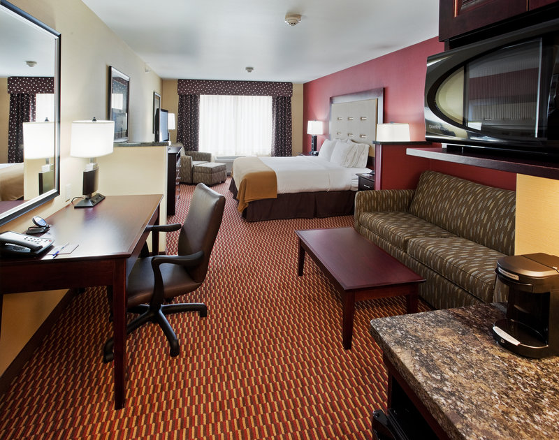 Holiday Inn Express & Suites Great Falls-King Suite with pull-out couch and kitchenette<br/>Image from Leonardo