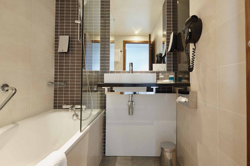 Holiday Inn Paris - Marne La Vallee-Guest Bathroom<br/>Image from Leonardo