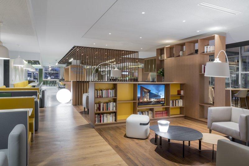 Holiday Inn Paris - Marne La Vallee-Lobby Lounge<br/>Image from Leonardo