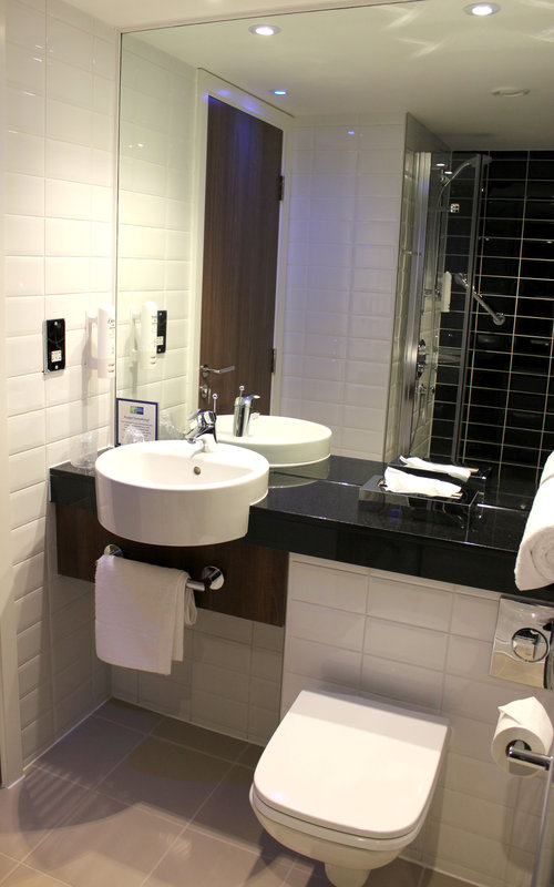 Holiday Inn Express Wakefield-Inviting Guest Bathroom<br/>Image from Leonardo